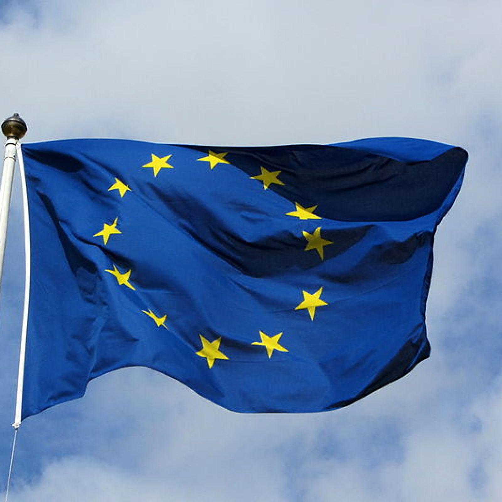 800px-European_flag_in_Karlskrona_2011